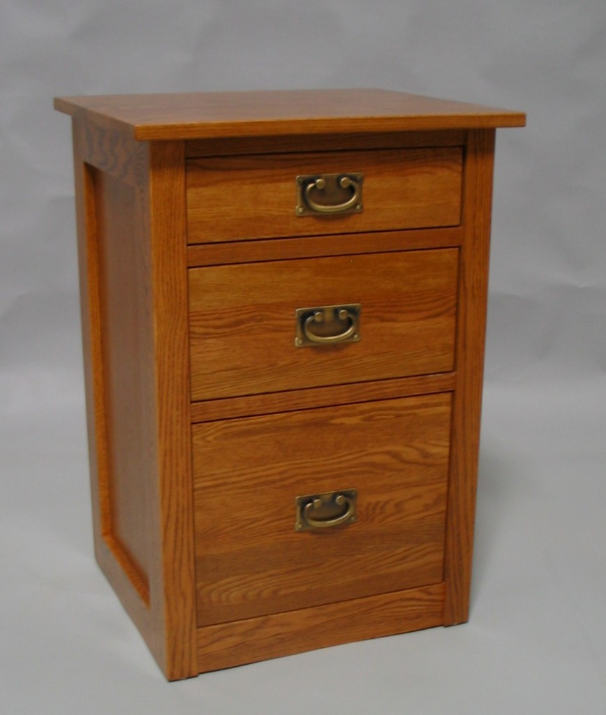 Red Oak Modified Mission 3 Drawer Nightstand - Golden Oak 30203